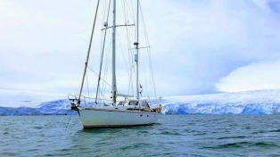 Apareció un velero que estuvo varios días perdido tras zarpar de Ushuaia