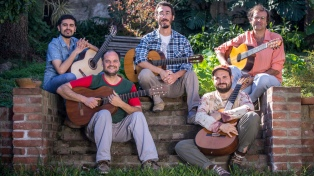 Carlos Aguirre va del piano a un quinteto de guitarras que sonará en Buenos Aires