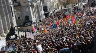 Miles de personas se manifiestan para exigir jubilaciones dignas