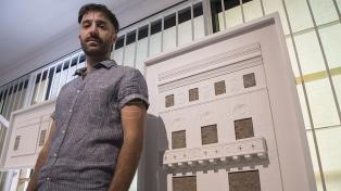Una instalación inspirada en las casas tapiadas de Buenos Aires