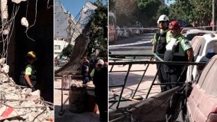 El derrumbe parcial de un predio en demolición en Flores dañó a dos autos