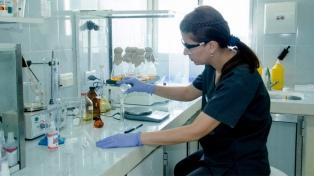 Entregan el primer lote de un medicamento contra el HIV producido en la provincia