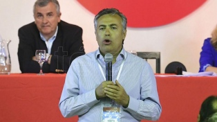"""Cornejo promueve """"acuerdo"""" con opositores para """"construir una economía sana"""""""