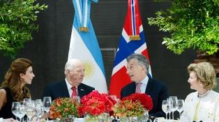 Los reyes de Noruega ofrecieron una cena al gobierno argentino