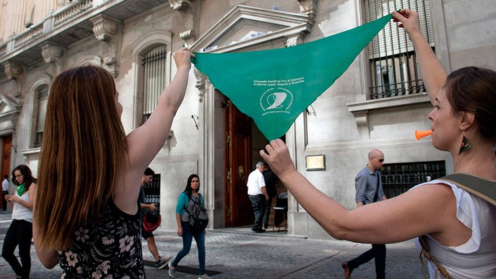 En contra de todo tipo de violencia de género y femicidios (uno cada 30 horas en la Argentina).