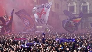Miles de personas despidieron a Davide Astori en Florencia