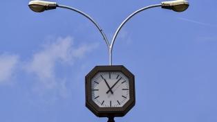 Los relojes eléctricos de Europa están atrasados por una disputa entre Kosovo y Serbia