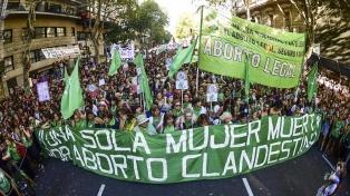 Batalla sobre el aborto en redes: organizaciones denuncian el bloqueo de contenidos