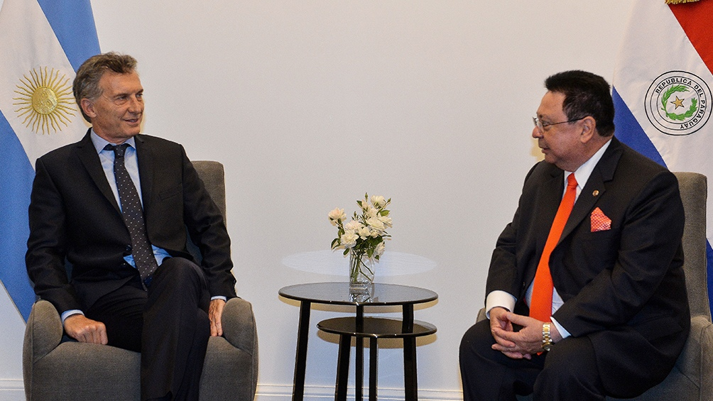 El presidente Mauricio Macri y el embajador de Paraguay Vera Caceres.