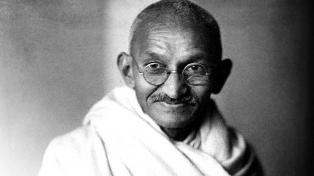 Venden en más de 53 mil dólares un carta de Marx y en más de 41 mil una foto de Gandhi
