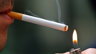 El humo del cigarrillo provoca casi 1 millón de muertes por año entre los no fumadores