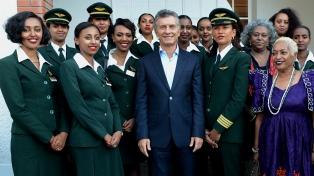 Macri recibió a la tripulación de Ethiopian Airlines en su primer vuelo a la Argentina