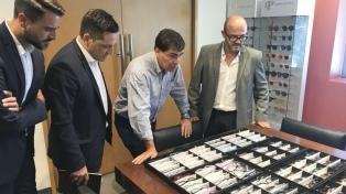 La industria óptica incorporará la primera fábrica de anteojos de titanio de Sudamérica