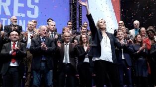 Le Pen le reclamó a Macron que disuelva el Parlamento y convoque elecciones