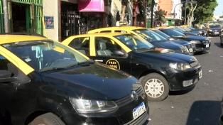 Buscan que los taxis se pidan a través de una aplicación y se paguen con tarjeta