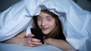 Los niños acceden al teléfono móvil cada vez más chicos y usan redes sociales desde los 8
