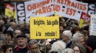 Miles de jubilados protestaron en París por la pérdida del poder adquisitivo