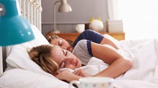 El aumento de la memoria y la pérdida de peso son algunos beneficios de dormir bien