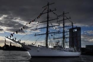 Se suspendió el arribo de la Fragata Libertad al puerto de Buenos Aires por motivos climáticos