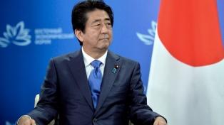 La popularidad del premier japonés se desploma por un caso de corrupción