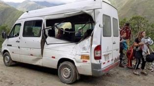 Una turista argentina murió cuando una roca impactó su camioneta en una ruta de Cusco