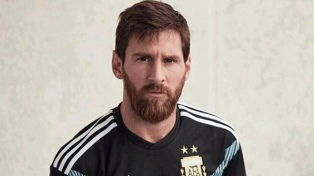 La camiseta suplente de la Selección Argentina es negra