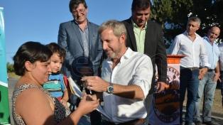 Frigerio inauguró 250 viviendas en San Benito