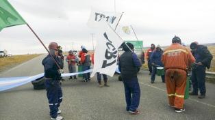 Trabajadores de YCRT cortan rutas en Río Gallegos y la cuenca carbonífera