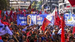Paro y movilización en Montevideo en reclamo del aumento del salario mínimo