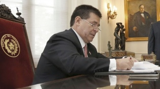 Cartes renunció a la Presidencia para asumir una banca en el Senado
