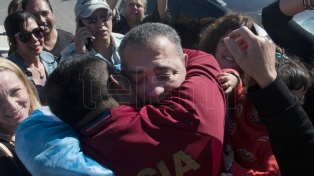 """D'Elía, al salir del penal de Ezeiza: """"Por decisión de Macri, fuimos presos políticos"""""""