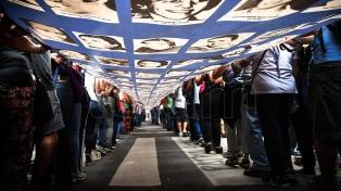 Multitudinario acto en Plaza de Mayo a 42 años del golpe de Estado