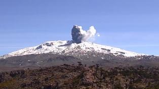 """Aseguran que el """"pulso eruptivo"""" en el volcán Copahue no altera la rutina"""