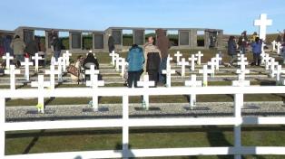 Identificaron a otros dos ex soldados argentinos sepultados en Darwin