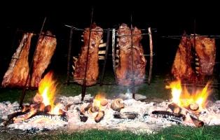 Afirman que los argentinos llevamos más de 200 años comiendo asado