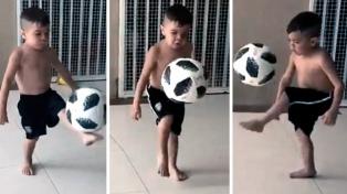 El talento futbolístico de un nene es furor en Facebook