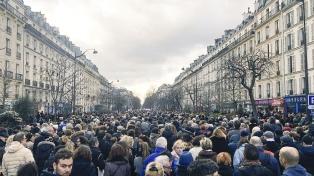Masiva marcha en París en repudio al asesinato de una anciana que sobrevivió al Holocausto