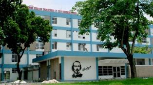 Cirujanos cubanos extrajeron 32 objetos metálicos del estómago de un hombre