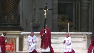 """Durante el Vía Crucis, Francisco expresó """"vergüenza"""" por los religiosos ambiciosos"""