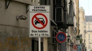 Desde mañana multarán a los vehículos que entren sin permiso a la zona peatonal