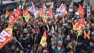 """Macron asegura que irá """"hasta el final"""" en su reforma ferroviaria pese a las huelgas"""