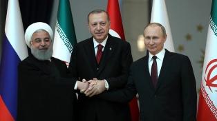 Turquía e Irán acordaron colaborar con Rusia para la solución política siria