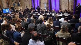 El kirchnerismo se sumo al pedido del massismo para que Luis Caputo vuelva al Congreso