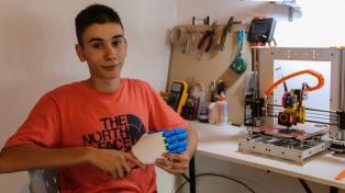 Desarrolla prótesis de manos en impresoras 3D y las ofrece gratis por Internet