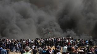 Cuatro muertos y cientos de heridos en choques en la frontera en Gaza