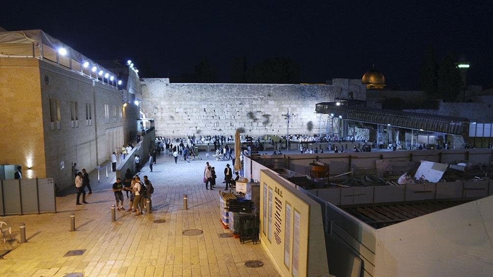 JERUSALÉN. Shabat en el Muro de los Lamentos, punto de encuentro con el alma a cualquier hora del día.