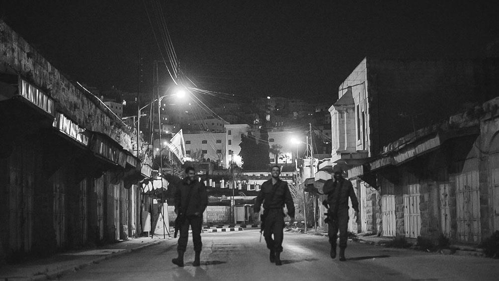 HEBRÓN I. La ciudad vieja patrullada por el ejército israelí. En Hebrón la violencia y el fanatismo no avisan.