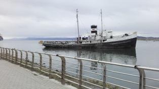 Intentarán salvar al Saint Christopher, varado hace 64 años en el Canal de Beagle