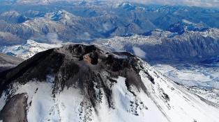 Disponen un plan de prevención ante el pulso eruptivo del volcán Chillán