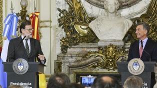 Macri asiste a una conferencia de Mariano Rajoy en un hotel céntrico